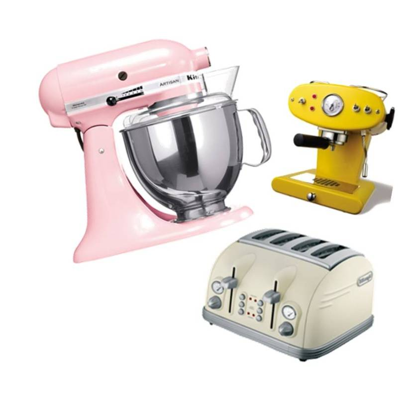 blender : KitchenAid ; cafetière : Illy ; grille pain : Delonghi